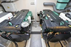 50' Prestige 500 S 2017 Engine Room