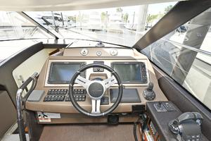50' Prestige 500 S 2017 Helm Station