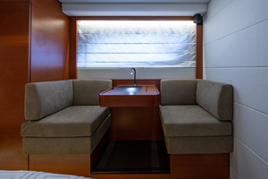 50' Prestige 500 S 2017 Master Stateroom - Settee