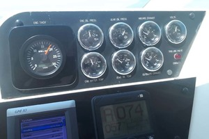 58' Hatteras Convertible 1992 Gauges Stbd