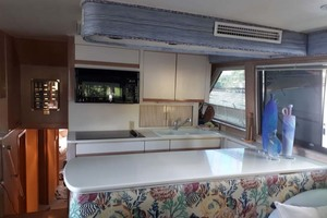 58' Hatteras Convertible 1992 Galley