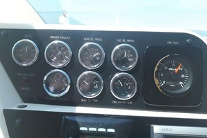 58' Hatteras Convertible 1992 Gauges Port
