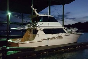 58' Hatteras Convertible 1992 Stbd Side