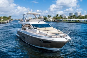 52' Azimut 50 Flybridge 2016 Starboard Bow