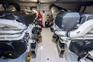 52' Azimut 50 Flybridge 2016 Engine Room