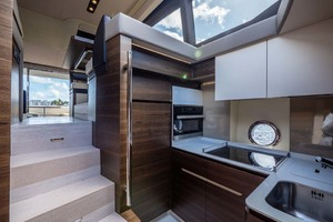 50' Azimut 50 Flybridge 2016 Galley