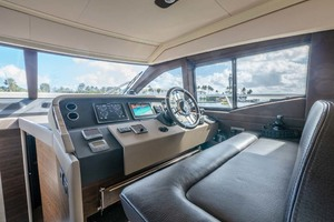 52' Azimut 50 Flybridge 2016 Lower Helm