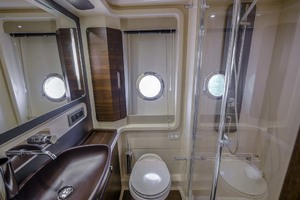 52' Azimut 50 Flybridge 2016 Master Head/Shower