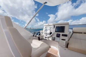 52' Azimut 50 Flybridge 2016 Bridge Helm