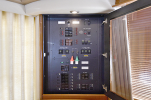 58' Sea Ray 58 Sedan Bridge 2007 Control Panel