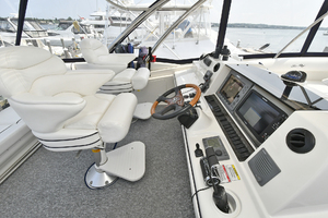 58' Sea Ray 58 Sedan Bridge 2007 Helm Seating