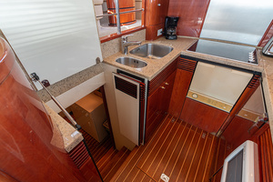 58' Fairline Squadron 2002 Galley