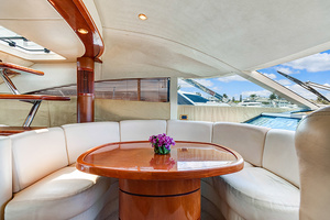 58' Fairline Squadron 2002 Dining Area