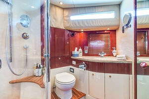 58' Fairline Squadron 2002 Master Bath