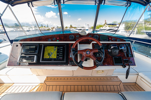 58' Fairline Squadron 2002 Upper Helm