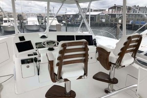 50' Henriques Flybridge 2017 Helm Area