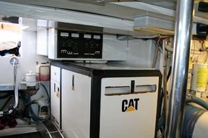 62' Titan 62 Custom Carolina Sportfish 2004 Generator