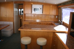 62' Titan 62 Custom Carolina Sportfish 2004 Salon Breakfast Bar