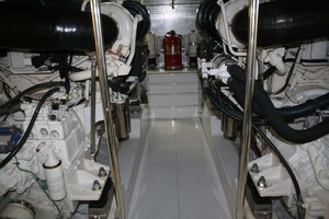 62' Titan 62 Custom Carolina Sportfish 2004 Engine Room