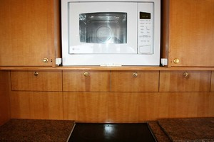 62' Titan 62 Custom Carolina Sportfish 2004 Cooktop and Microwave