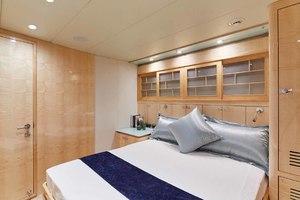 108' Johnson Skylounge 2013 Portside Aft Guest Cabin