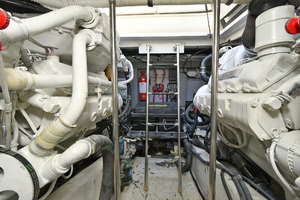 46' Sea Ray 46 Sundancer 2000 Engine Room