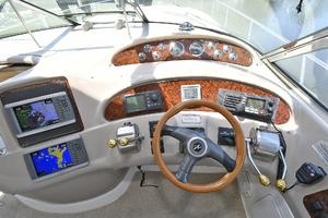 46' Sea Ray 46 Sundancer 2000 Helm Station