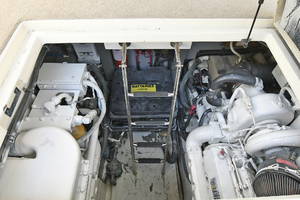 46' Sea Ray 46 Sundancer 2000 Engine Room