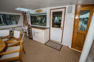 63' Hatteras 63 Cockpit Motor Yacht 1987 Salon Entrance