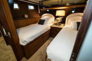 63' Hatteras 63 Cockpit Motor Yacht 1987 Guest Stateroom