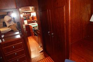 49' Nordia Van Dam 49 1989 Doorway from Master forward