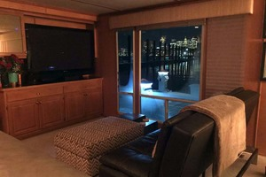 photo of Horizon 66 Houseboat - Carpe Diem