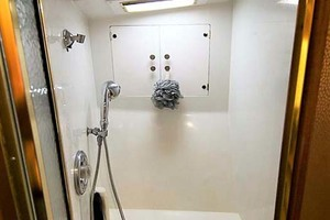 58' Garlington 58 Convertible 1988 Master Shower