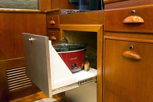 58' Garlington 58 Convertible 1988 Dedicated Crock Pot Storage