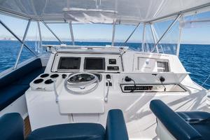 58' Viking 58 Convertible 2000 Helm