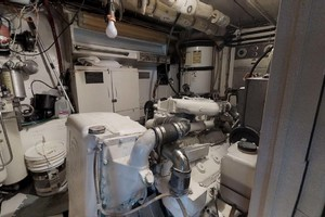 74' Hatteras 74 Motor Yacht 1981 Engine Room