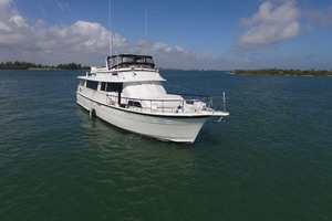 74' Hatteras 74 Motor Yacht 1981 Starboard Bow