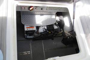 37' Formula 37 Pc 2014 Engine Compartment