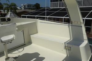56' Morgan Long Range Cruiser 1971 FLYBRIDGE PORT AND STAROARD BENCH SEATS