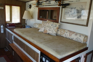56' Morgan Long Range Cruiser 1971 PILOTHOUSE SETTEE / BERTH