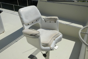 56' Morgan Long Range Cruiser 1971 FLYBRIDGE HELM SEAT