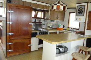 56' Morgan Long Range Cruiser 1971 GALLEY