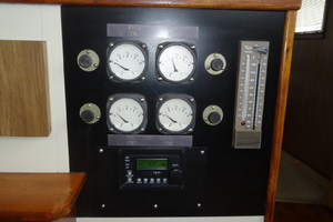 56' Morgan Long Range Cruiser 1971 PILOTHOUSE LEVEL GAUGES