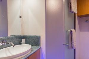 76' Lazzara  2012 VIP Bath