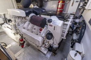 76' Lazzara  2012 Engine Room