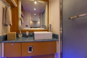 76' Lazzara  2012 Guest Bath