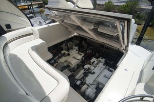 45' Sea Ray Sundancer 2006 Engine Compartment electric Lift