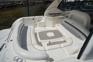 44' Sea Ray Sundancer 2006 Cockpit Seating