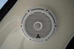 44' Sea Ray Sundancer 2006 JL Audio Speakers