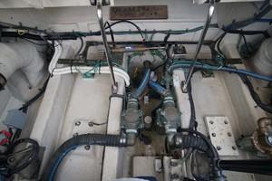 44' Sea Ray Sundancer 2006 Engine Room bilges